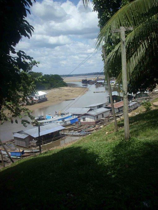Frente de cidade (beira rio)